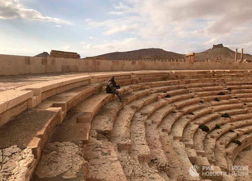 Стремительный штурм армии САР спас оставшиеся памятники ЮНЕСКО от полного разрушения: отступая, террористы не успели уничтожить все древние постройки.