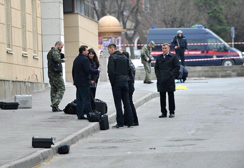 На месте взрыва у школы в Ростове-на-Дону. 6 апреля 2017