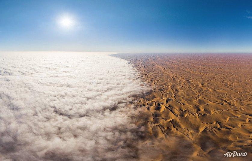 Туман над пустыней Намиб в юго-западной части Африки.