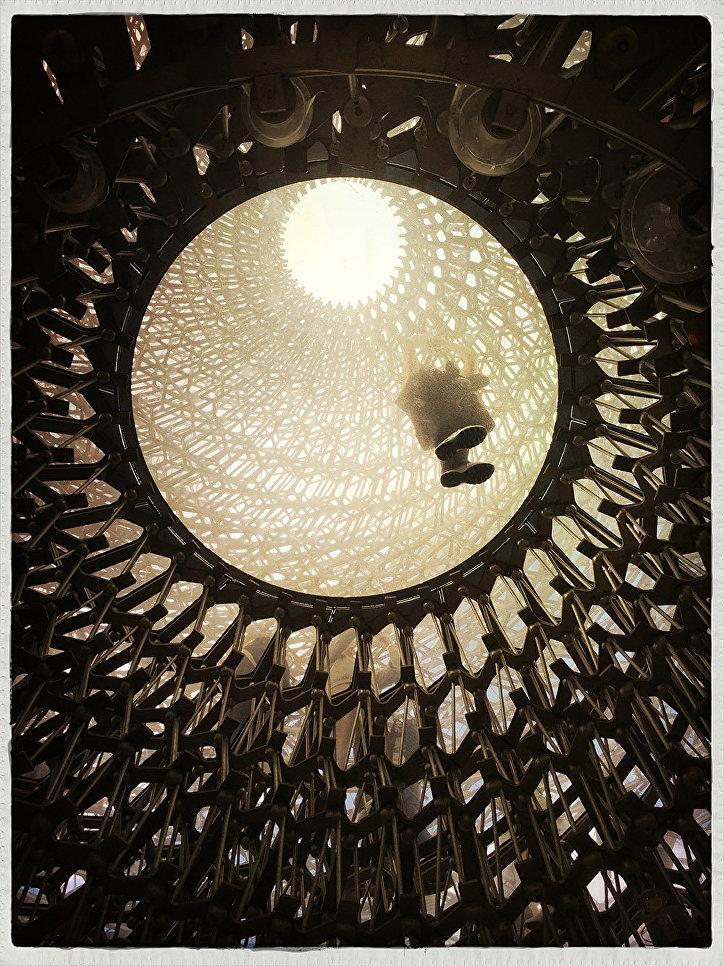 """Кроме обладателя главного приза жюри конкурса определяло победителей в 18 тематических категориях. На фото: победитель в номинации """"Архитектура и дизайн"""" Дженнифер Томас, снимок """"Улей. Лондон""""."""
