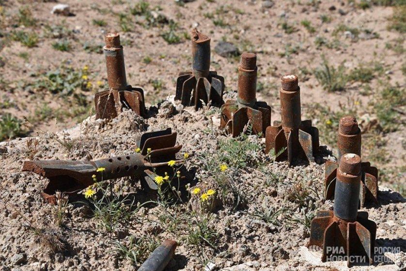Подразделения правительственных войск вынуждены действовать, находясь в окружении боевиков.