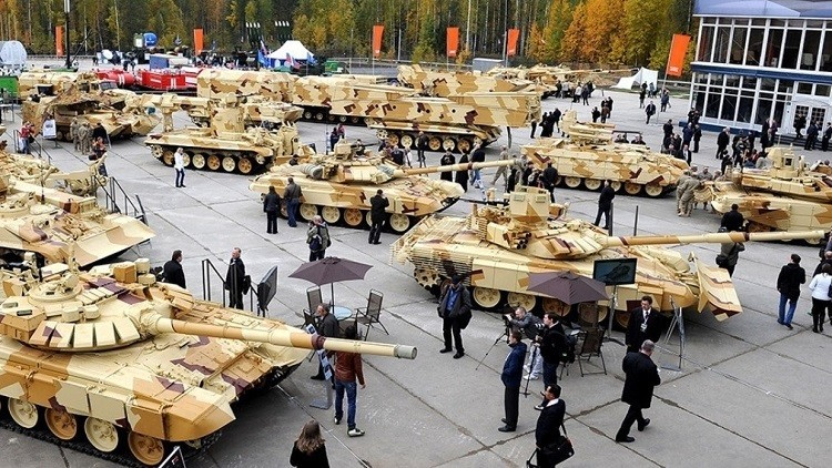 نيجني تاغيل تحتضن احتفالات عيد سلاح المدرعات في روسيا