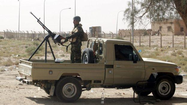 """مقتل 10 جنود عراقيين في هجوم لتنظيم """"الدولة الإسلامية"""" في الأنبار"""
