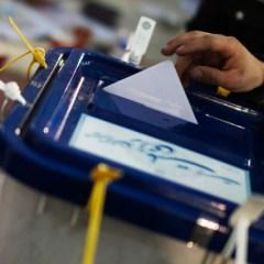 На президентских выборах в Иране борьба развернется между Роухани и Раиси