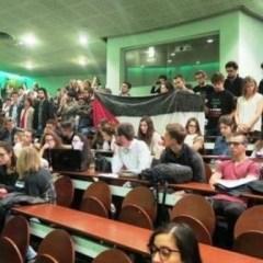 """طلاب جامعة رين الفرنسية يفشلون مؤتمراً للسفيرة """"الاسرائيلية"""" في جامعتهم"""