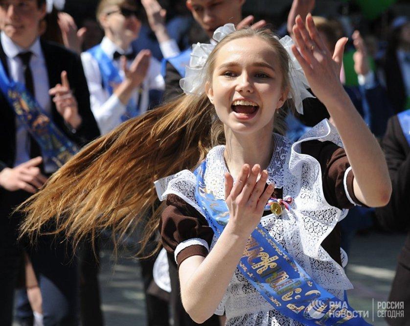 Выпускница средней общеобразовательной школы № 1 Челябинска.