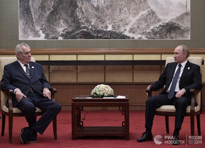 На встрече с президентом Чехии Милошем Земаном российский лидер заявил о необходимости развития двусторонних отношений.