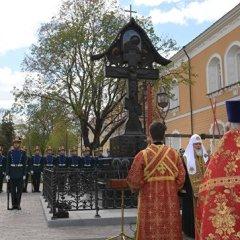 Патриарх освятил в Кремле крест на месте гибели князя Сергея Александровича