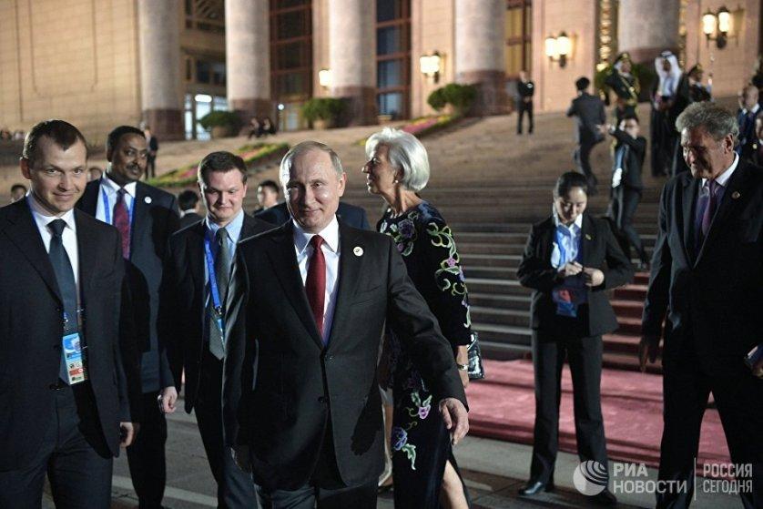 Президент России Владимир Путин у Дома народных собраний в Пекине.