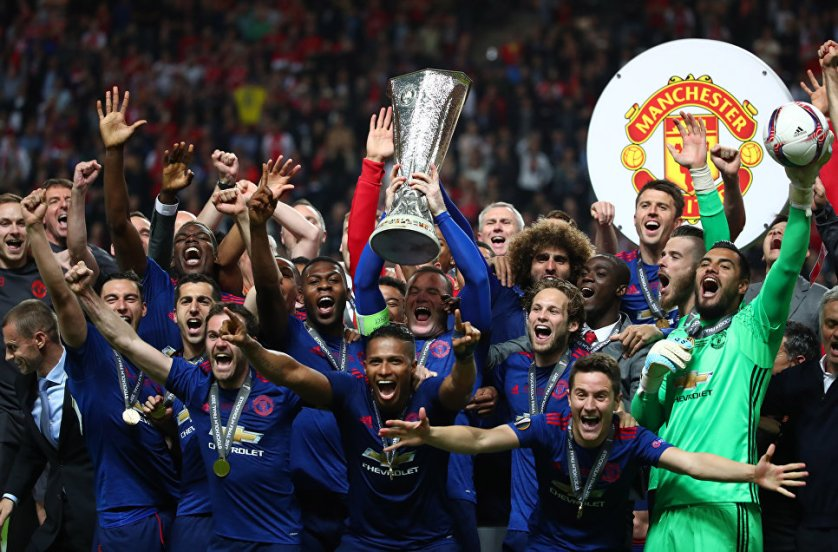 """Английский футбольный клуб """"Манчестер Юнайтед"""" впервые в истории выиграл Лигу Европы."""