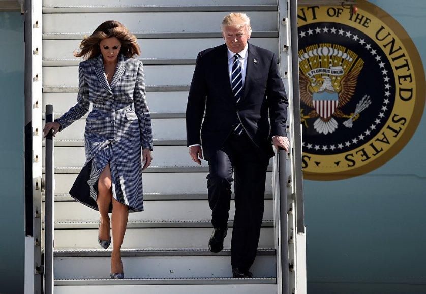 Президент США Дональд Трамп и первая леди Мелания Трамп в аэропорту Брюсселя.