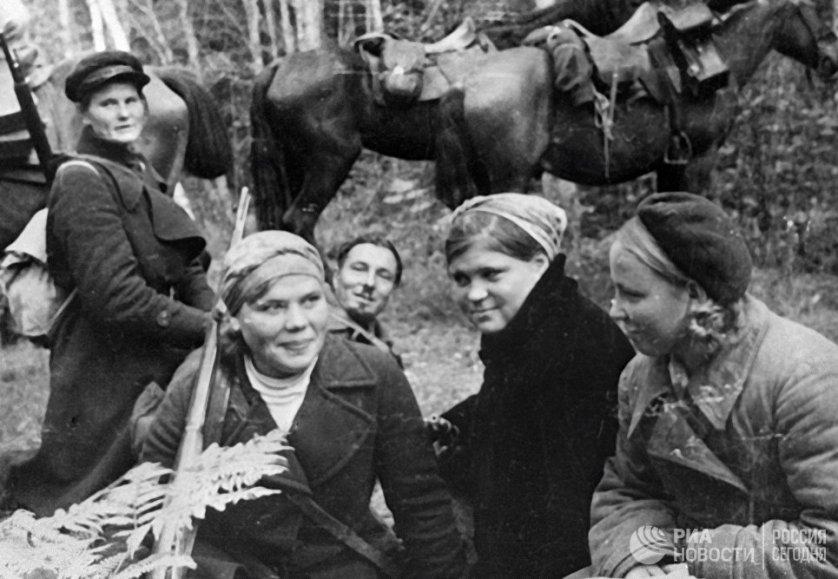 В условиях оккупации многие женщины уходили в партизанские отряды.
