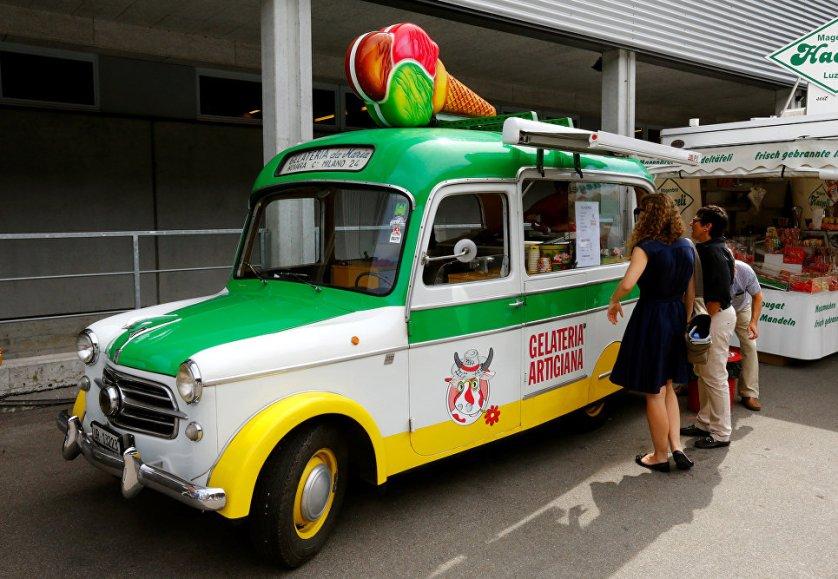 Микроавтобус Fiat 1995 года выпуска, который использовался для продажи мороженного.