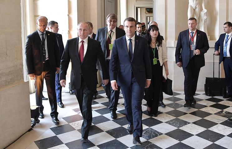Путин и Макрон завершили переговоры, которые длились почти три часа