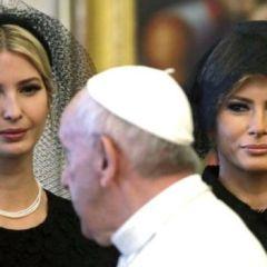 لماذا غطت زوجة ترامب رأسها في الفاتيكان ورفضت في بلاد الحرمين؟