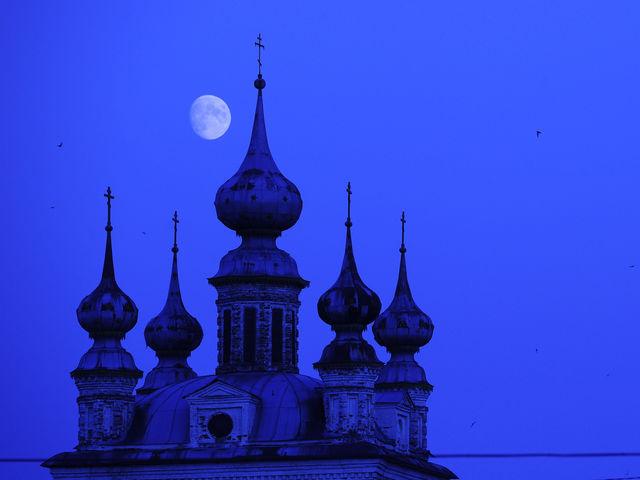 Город на реке Колокша, основанный еще в 1152 году Юрием Долгоруким. Здесь еще можно увидеть остатки валов Юрьев-Польского кремля XII века.