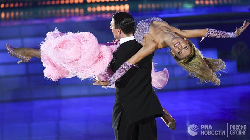 """Шоу """"Звездный дуэт - Легенды танца"""" прошло 8 июня в Государственном Кремлевском дворце в Москве."""