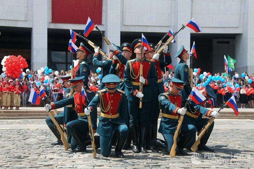 Также в Москве выступил Почетный караул Преображенского полка.