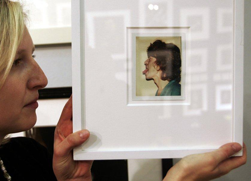 Портрет Мика Джаггера снятый на Polaroid Энди Уорхолом на аукционе Christie's в Лондоне