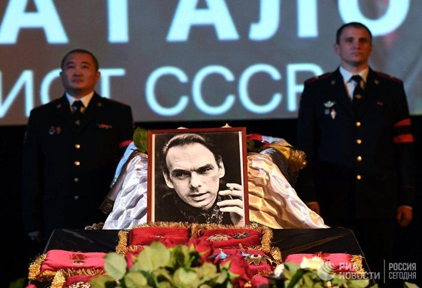 Церемония прощания с актером Алексеем Баталовым проходит в Большом зале Дома кино