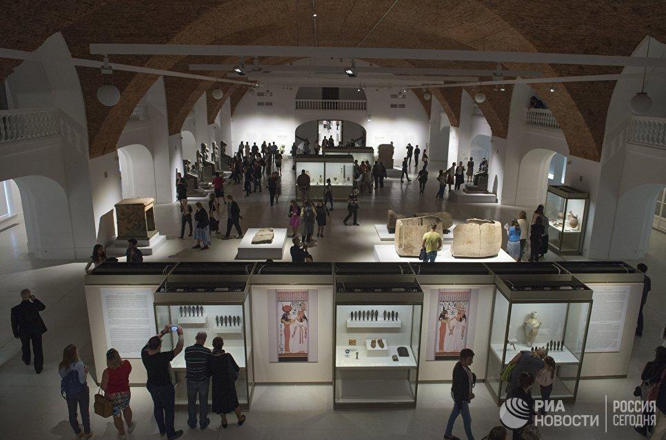 На выставке представлено 256 объектов эпохи Нового Царства (XVI-XI век до н.э.) из Египетского музея в Турине, собрание которого считается самым крупным за пределами самого Египта.