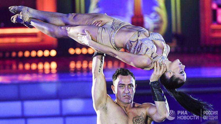 Саундтреки для выступлений танцоров были созданы американским певцом и композитором Майклом Найтом специально для шоу.