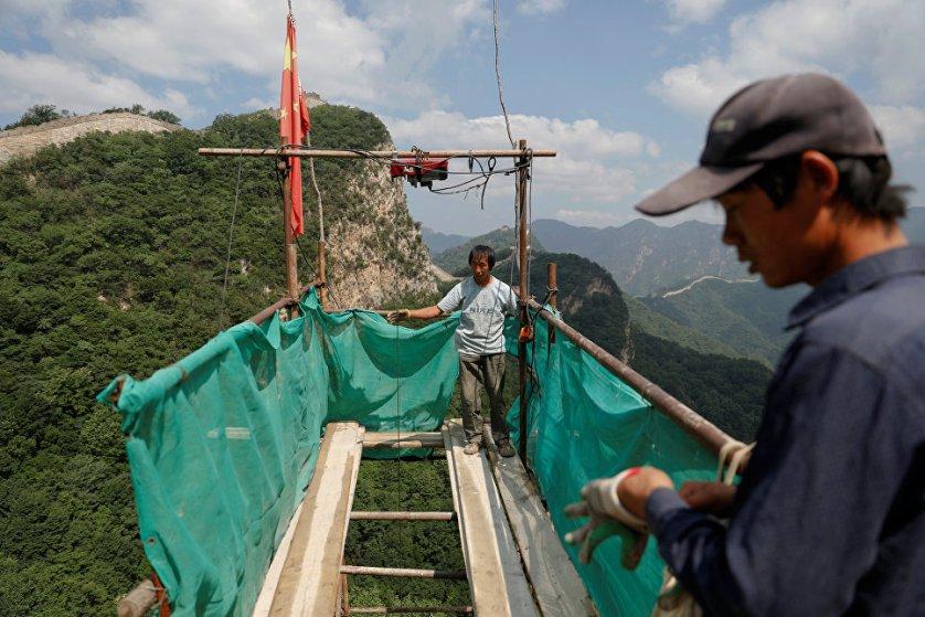 Если подходящего камня найти не удается, рабочие используют кирпичи, изготовленные по специальным технологиям.