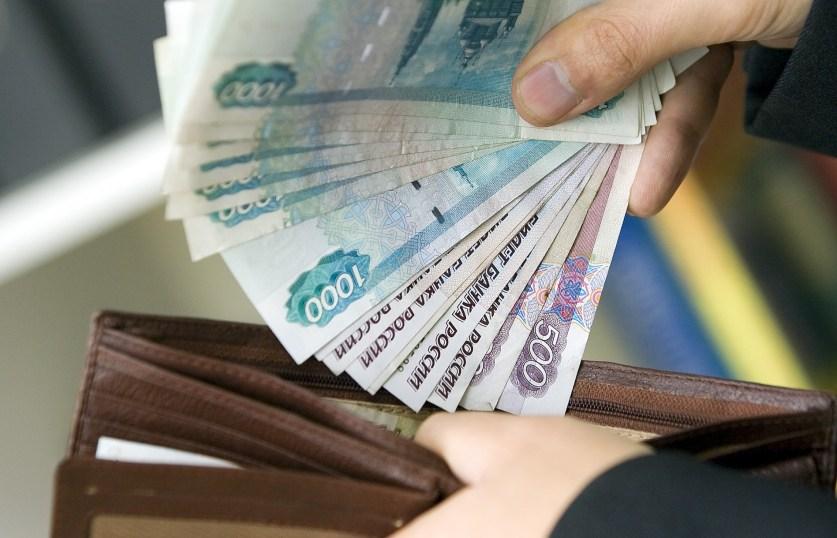 Почти полмиллиона работников в РФ получили долги по зарплате с начала года