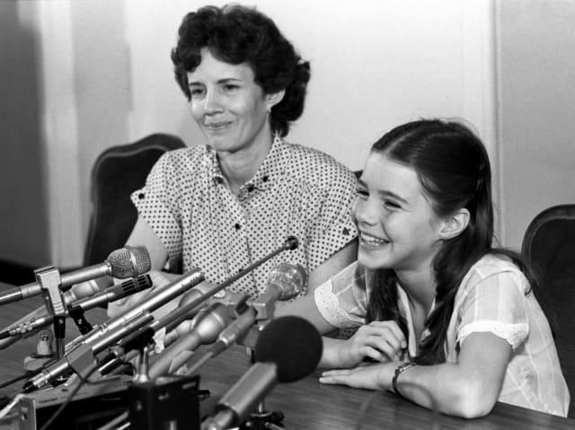 """Саманта Смит с матерью во время пресс-конференции для советских и иностранных журналистов в гостинице """"Советская"""""""