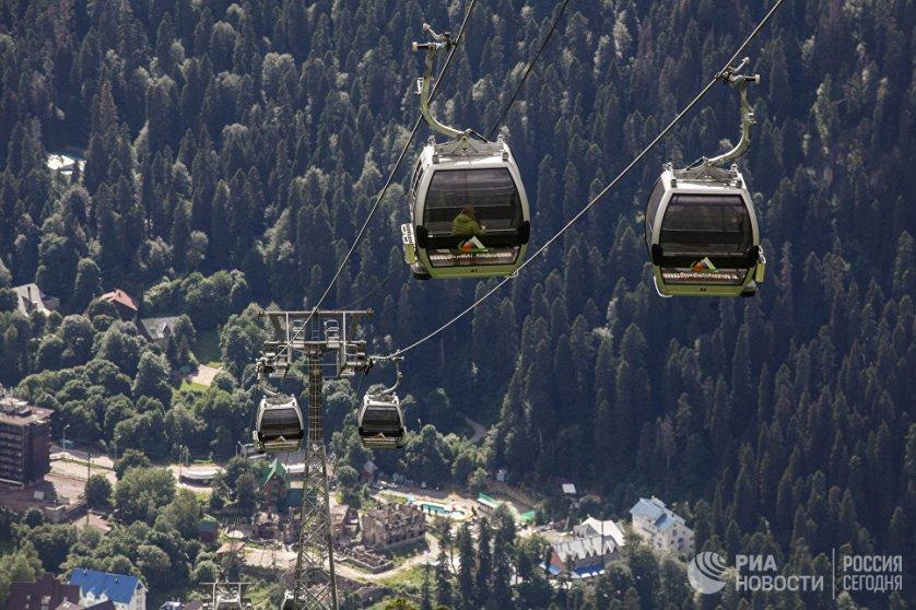Домбай - это курортный район, расположенный на территории Карачаево-Черкесии у подножья Главного Кавказского хребта.