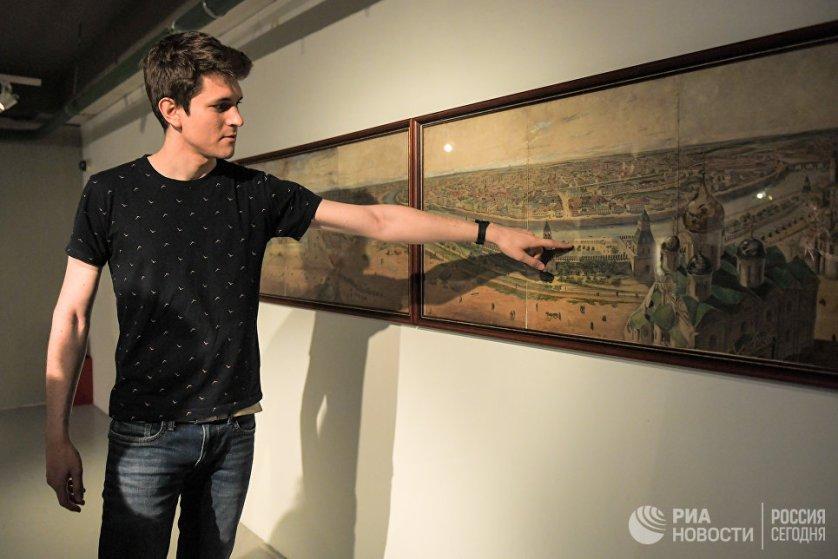 """Гость из Барселоны на выставке """"Москва глазами иностранцев"""" в Музее Москвы"""