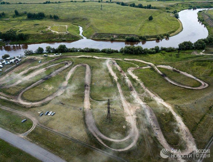 Трасса, на которой проводится II этап чемпионата и первенства Сибирского федерального округа по мотокроссу, в поселке Азово в Омской области.