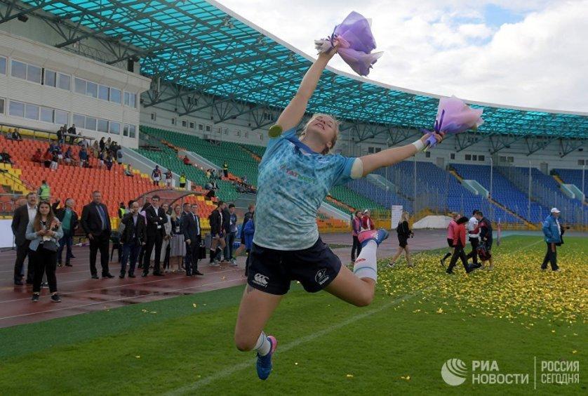 Спортсменка сборной России по регби Арина Быстрова после победы в финальном матче над англичанками.
