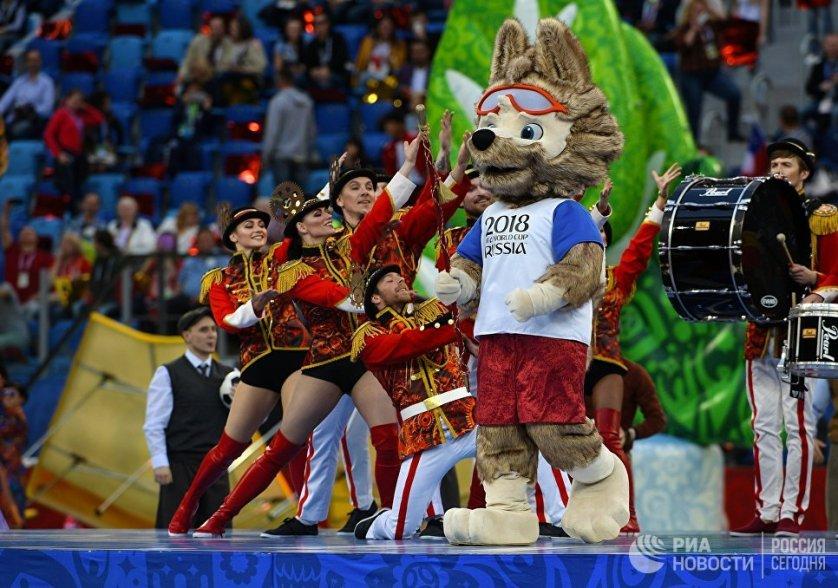 Всего в организации и проведении Кубка Конфедераций в России приняли участие почти шесть тысяч волонтеров.