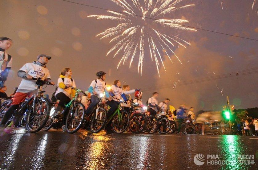 Старт третьего ночного велопарада в Москве.