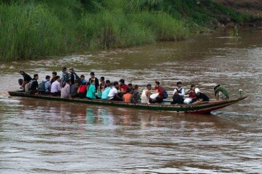 الفيضانات تغمر معبدا بوذيا في بورما