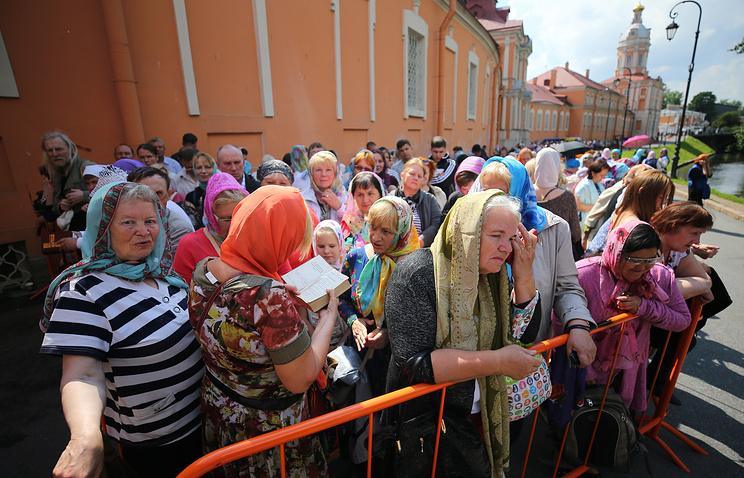 О чем просят паломники, прибывшие в Санкт-Петербург поклониться Николаю Чудотворцу