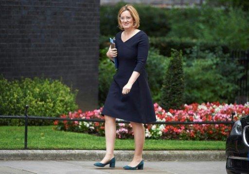 بريطانيا ستجري دراسة لتقييم الدور الاقتصادي للمقيمين الأوروبيين