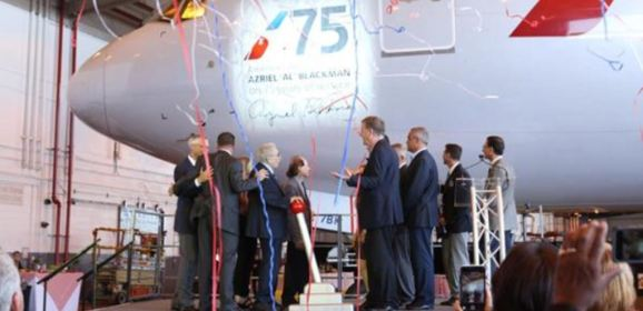 أميركان أيرلانز تكرم موظفا بطائرة تحمل اسمه