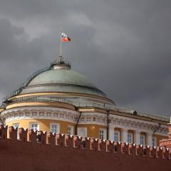 Москва должна искать ответ на санкции и новые реалии мировой политики