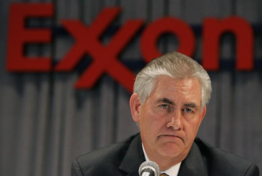 InoPressa (тема дня): «Странная» тяжба ставит под удар госсекретаря США