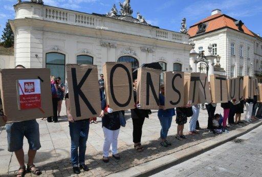 الاتحاد الاوروبي يدرس فرض عقوبات على بولندا بسبب تعديل قانون المحاكم