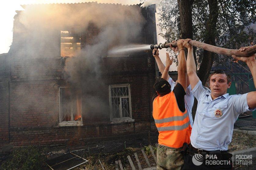Известно о трех пострадавших, получивших ожоги по время пожара, они находятся в больнице в состоянии средней тяжести.