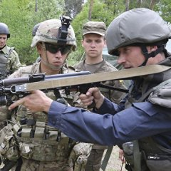 Маккейн: визит Мэттиса на Украину открывает возможность для поставок оружия