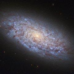 «Хаббл» сфотографировал галактику с «неправильной» темной материей