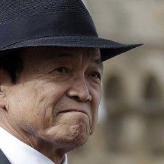 Вице-премьер Японии извинился за свои слова о Гитлере