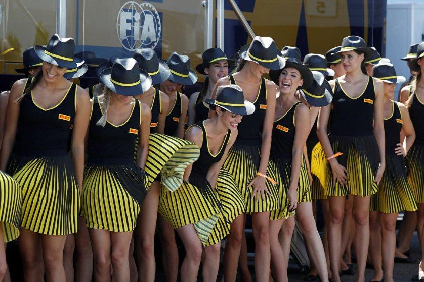 "Девушки перед началом гонки ""Формулы-1"" Гран-при Венгрии в Будапеште."