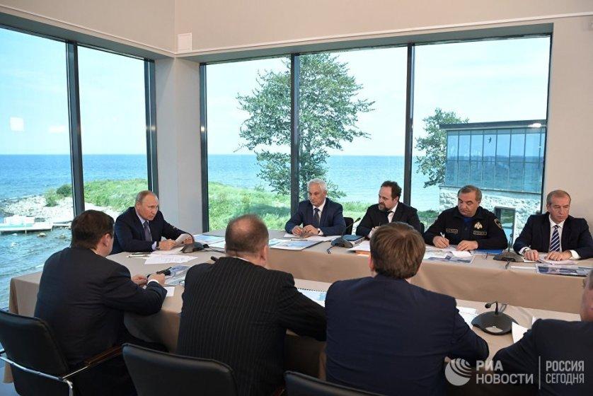 Президент подчеркнул, что сохранение озера, которое является достоянием не только России, но и всей планеты, - это приоритет государственной политики.