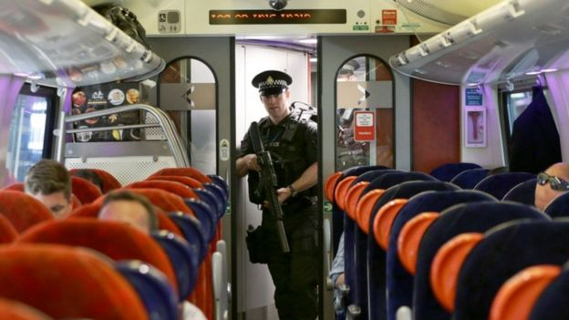ديلي تلغراف: تنظيم القاعدة يعلم جهاديي بريطانيا تخريب السكك الحديدية