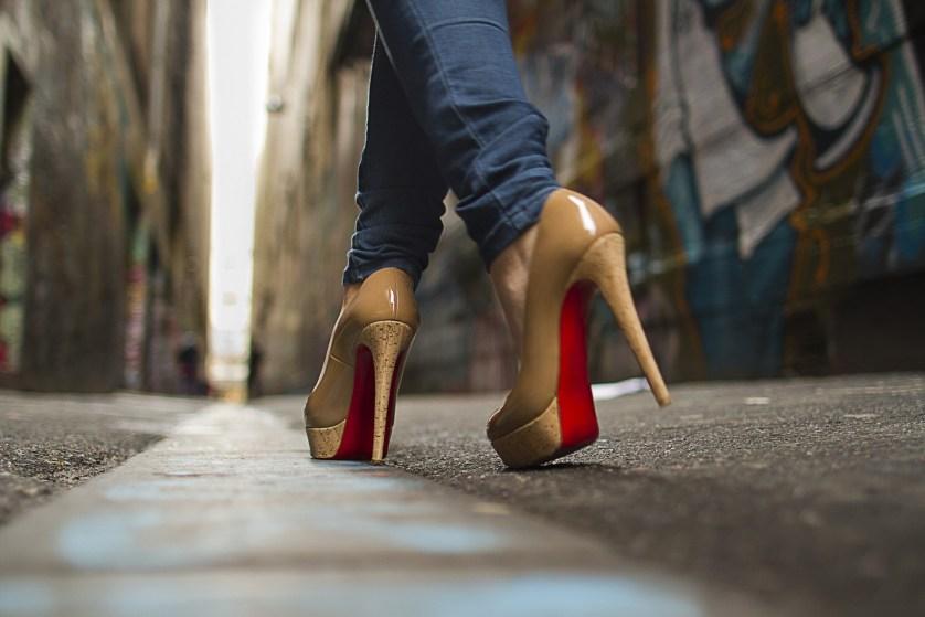 Что каблуки делают со здоровьем ваших ног